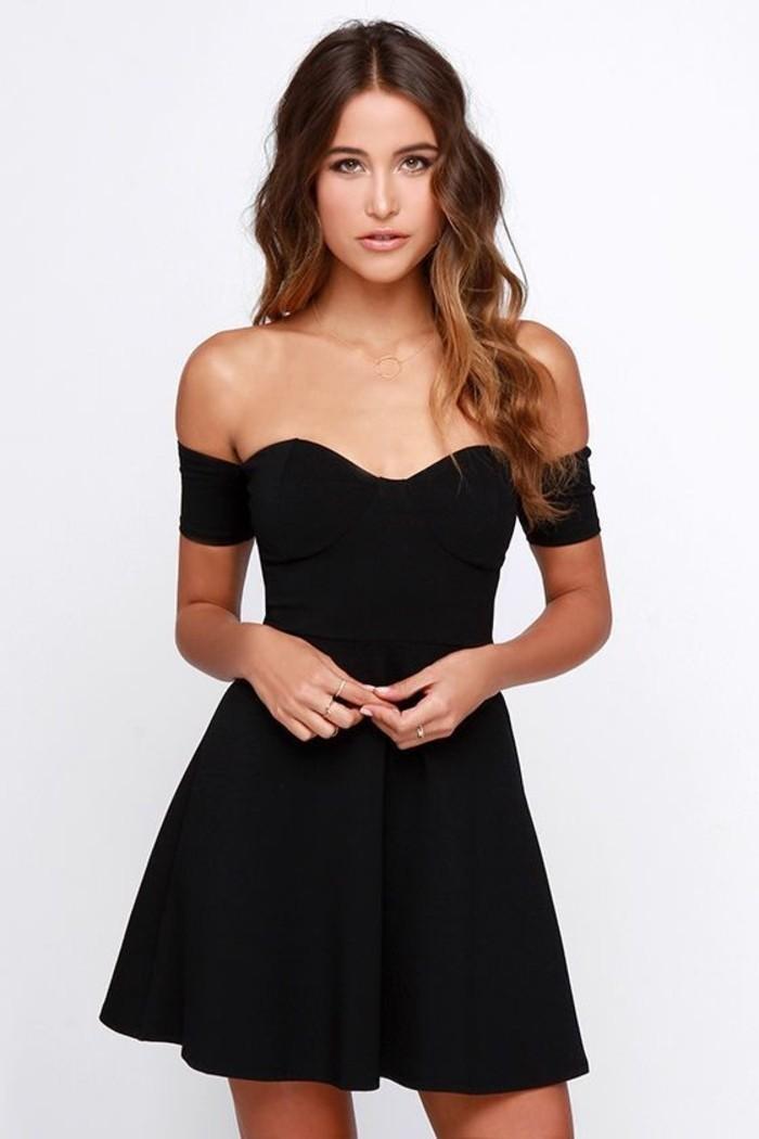 2-vestidos-coctel-negro-corto-cuello-corazon