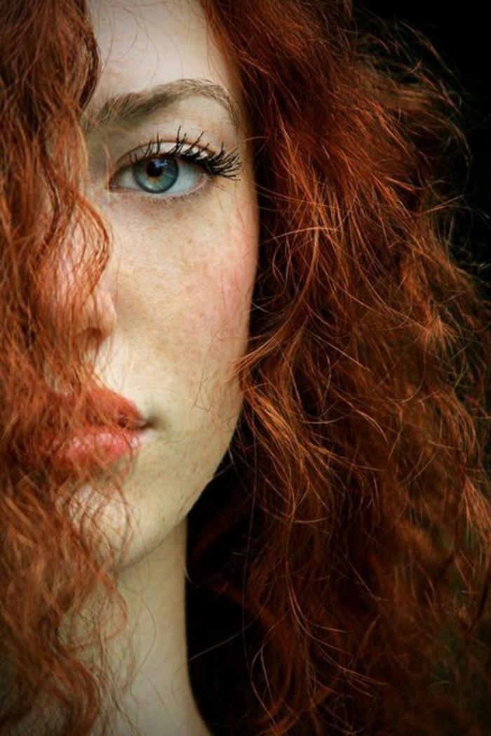 4-color-de-pelo-de-moda-mujer-con-cabello-rizado-pelirrojo-ojos-verdes
