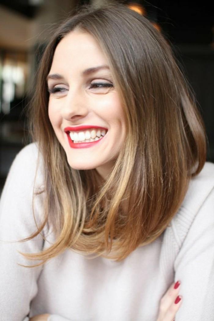 color-de-pelo-de-moda-cabello-castaño-puntos-rubios