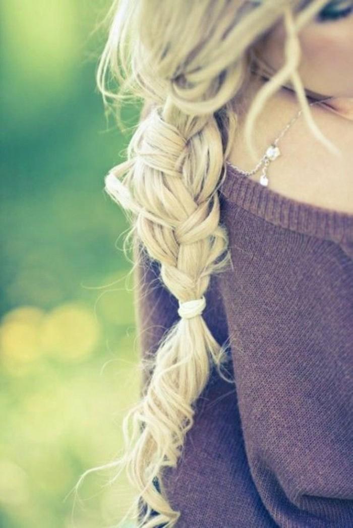 color-de-pelo-de-moda-mujer-rubia-pelo-largo