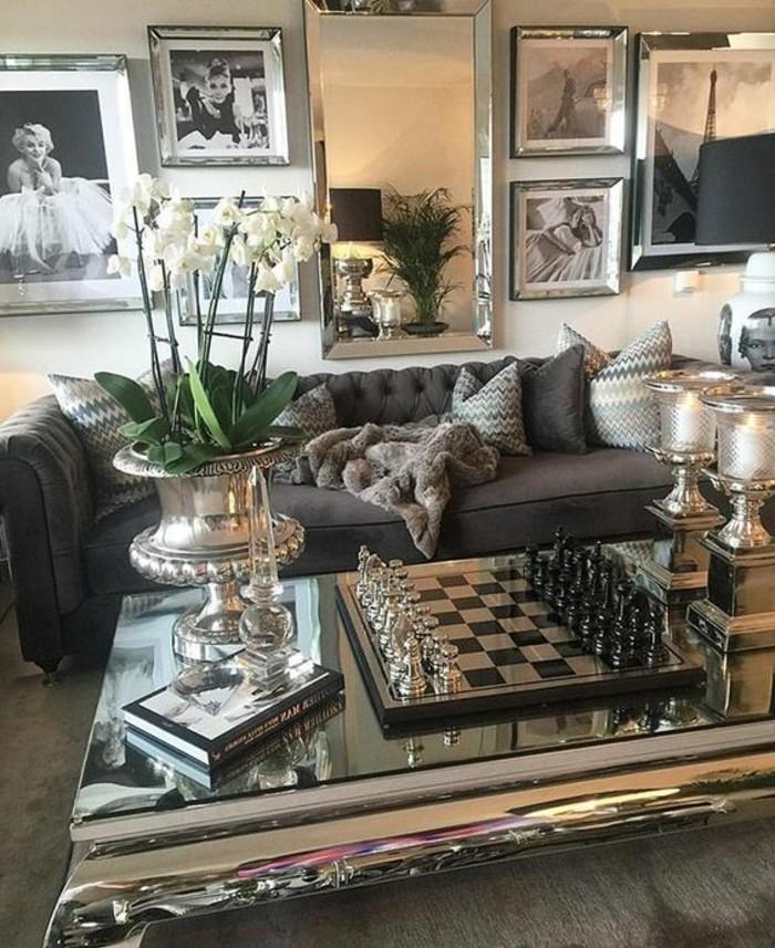 como-decorar-un-salon-refinado-muchos-cuadros-elegante