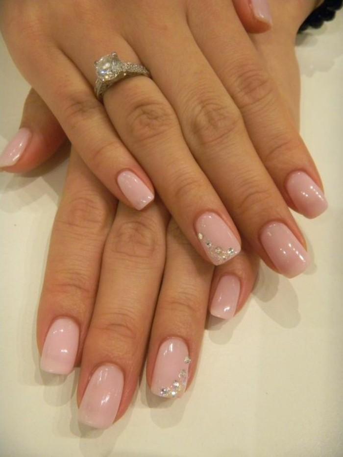como-quitar-uñas-de-gel-color-rosa-decoración-circón