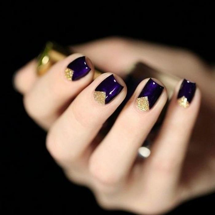 decoración-de-uñas-en-tono-violeta-con-detalles-en-oro