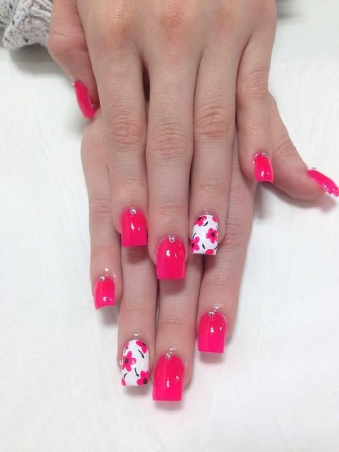 decoracion-de-uñas-tonos-vivos-rosas-con-flores