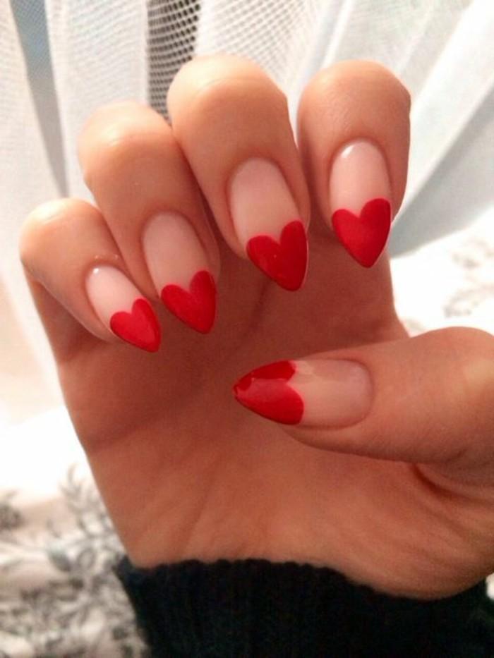 decoracion-de-uñas-en-formas-de-corazón-rojo
