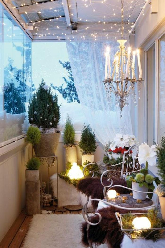 decoracion-habitacion-terraza-mantas-plantas-sillas-de-metal-acogedor