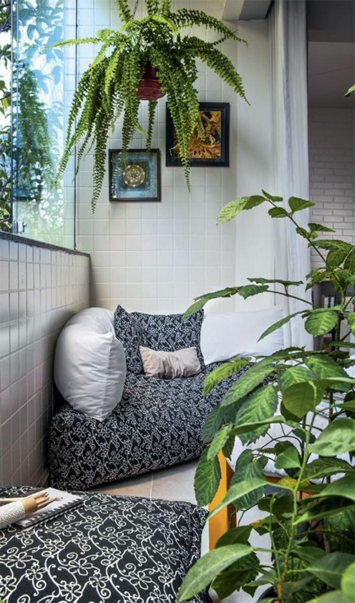 decoracion-interiores-balcon-muebles-de-puf-cuadros-plantas