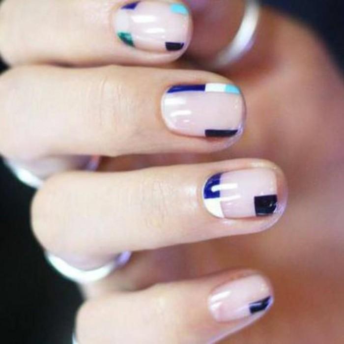 decoracion-uñas-simple-con-pocos-colores-azul