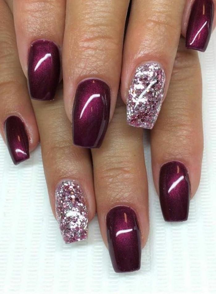 decoracion-uñas-violeta-con-detalles-de-brocado-rosa