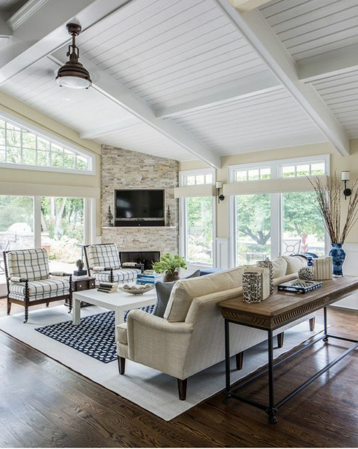 decorar-salon-tonos-naturales-acogedor-grandes-ventanas