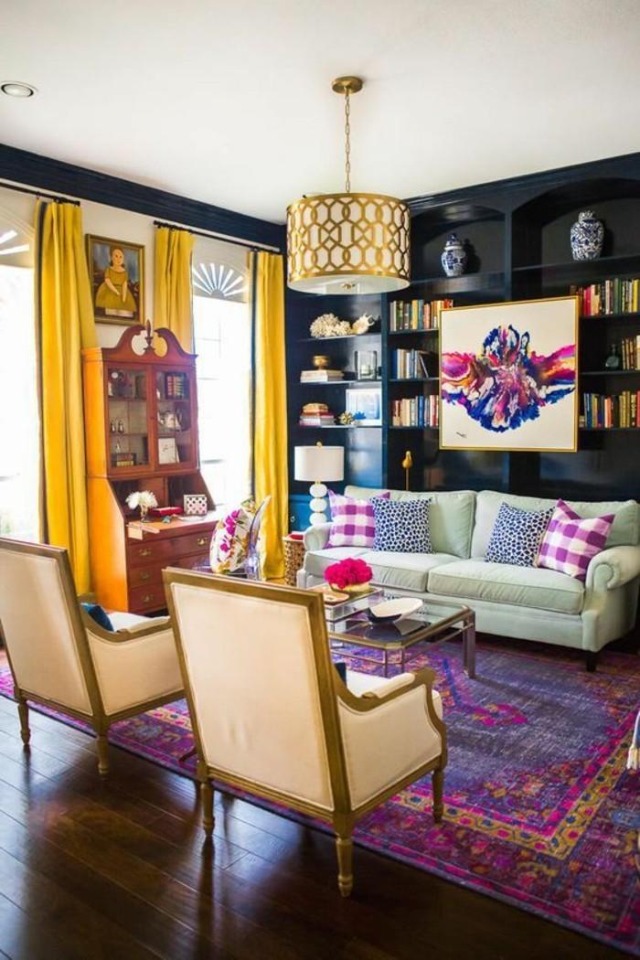 decorar-salon-tonos-vivos-alfombra-violeta