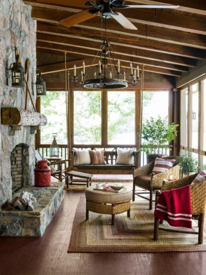 decorar-salones-hogar-de-piedra-sillones-de-ratan
