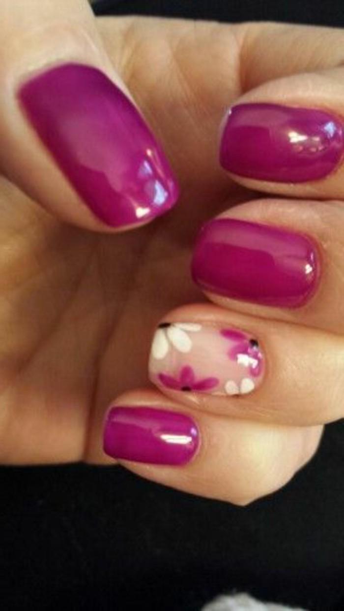 diseños-de-uñas-color-violeta-con-detalles-de-flores