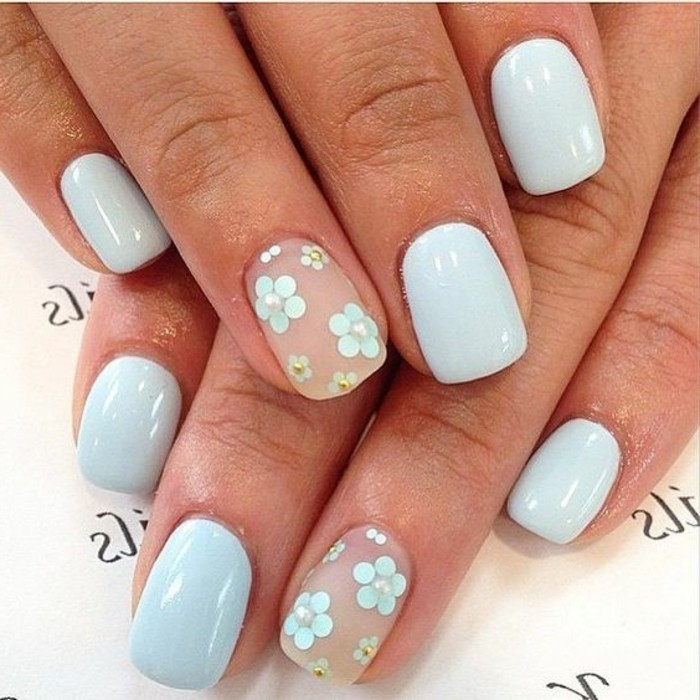 diseños-de-uñas-en-tonos-pasteles-color-azul-pequeñas-flores