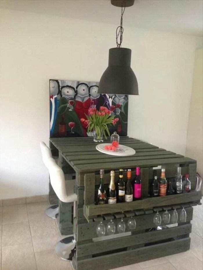 muebles-con-palets-mesa-de-comer-con-parte-para-botellas-de-vino