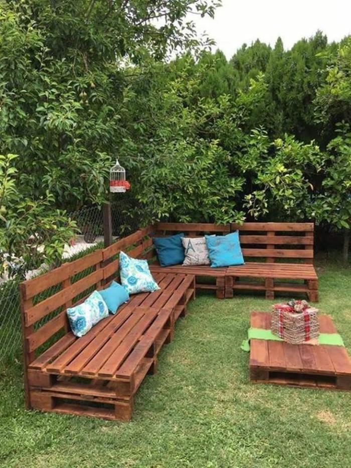 muebles-de-palets-para-el-jardín-con-mesita-baja