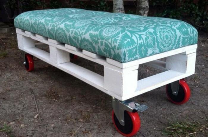 muebles-reciclados-sofá-de-ruedas-simple