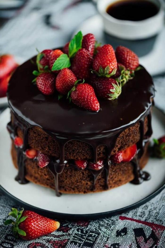 tartas-faciles-con-fresas-y-chocolate
