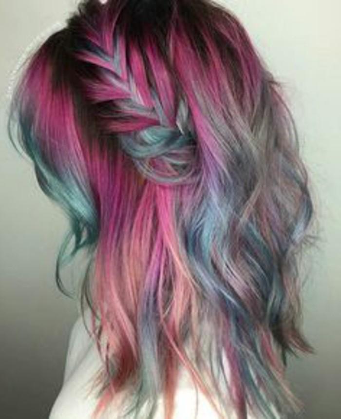 recogidos-con-trenzas-pelo-de-color-trenza-al-lado