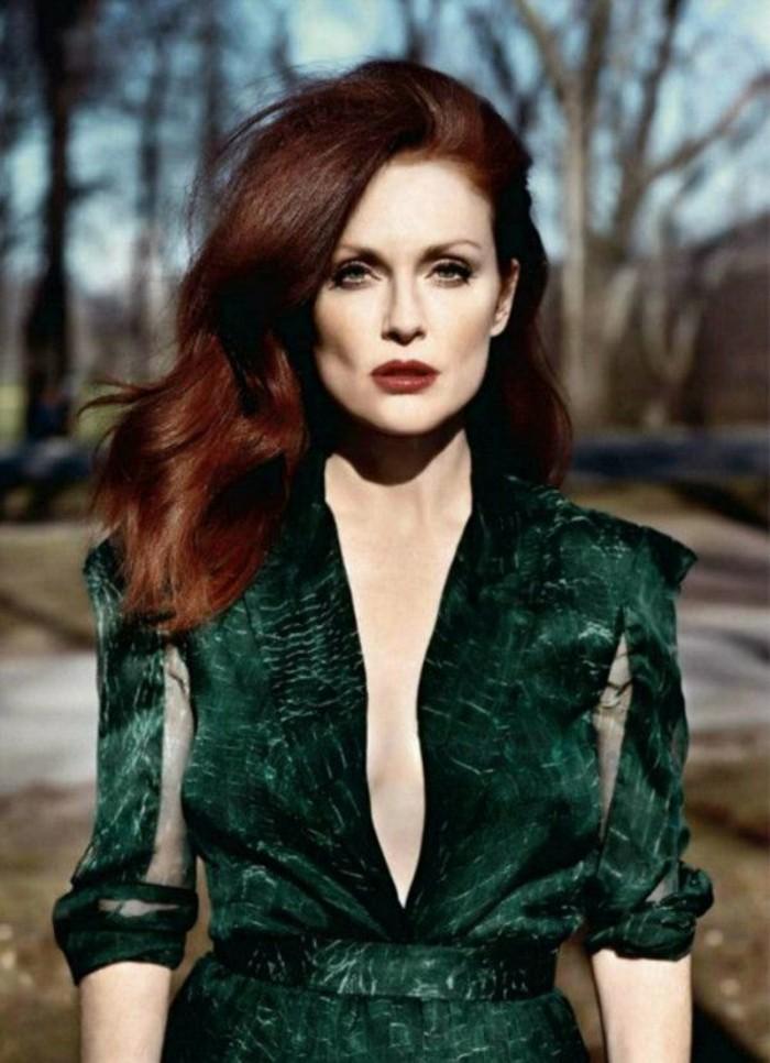 reflejos-en-el-pelo-color-rojo-oscuro-media-longitud-elegante