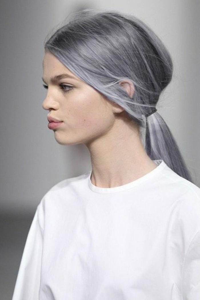 reflejos-en-el-pelo-color-violeta-largo-y-liso-juvenil