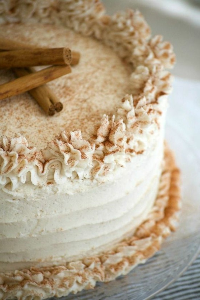 tarta-facil-de-canela-con-crema de mantequilla