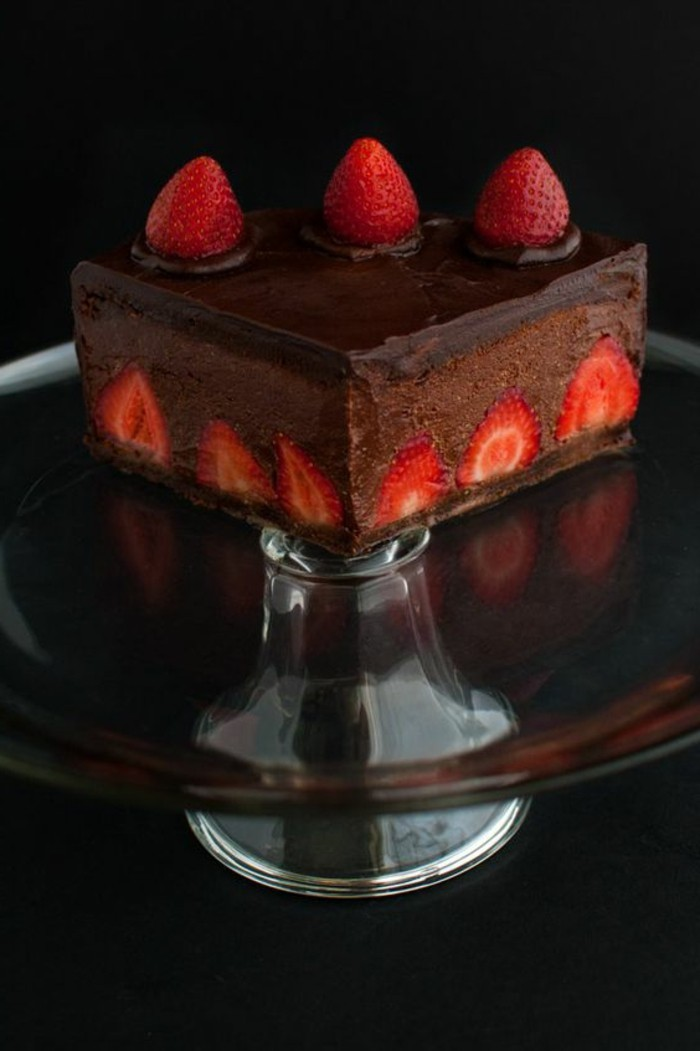 tartas-faciles-con-chocolate-y-fresas-de-decoración