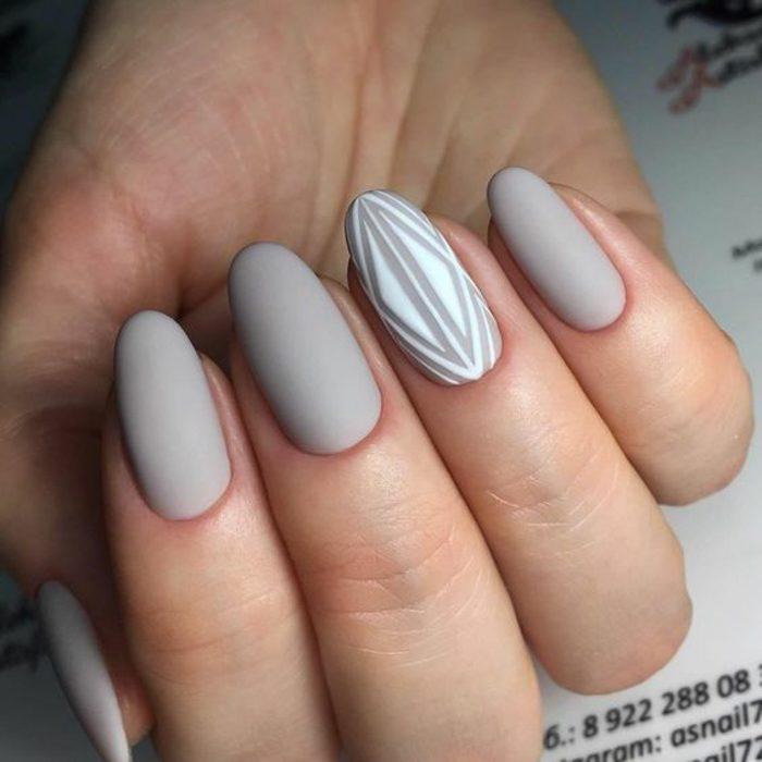 uñas-de-gel-paso-a-paso-tono-gris-dibujo-en-blanco