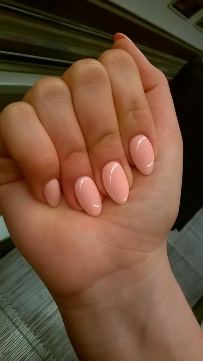 uñas-de-gel-suave-tono-rosa-elegante