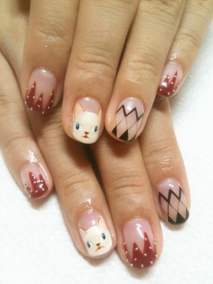 uñas-decoradas-con-pinturas-de-gatos-y-formas-geométricos