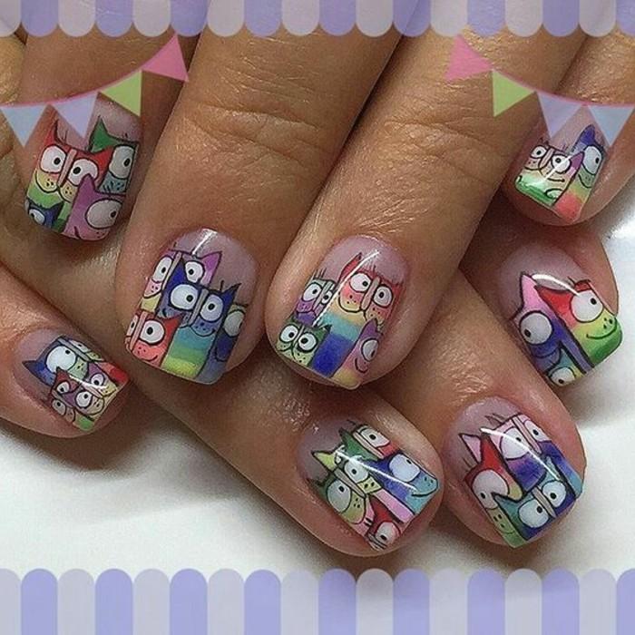 uñas-decoradas-de-gatos-colores-diferentes