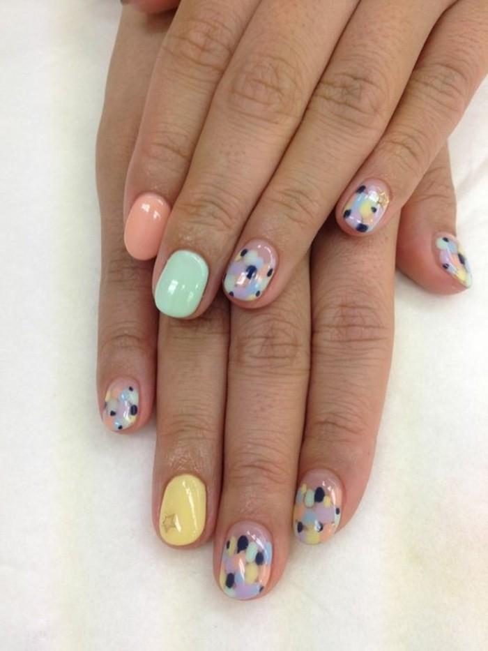 uñas-decoradas-de-tonos-pasteles-diseño-veraneo