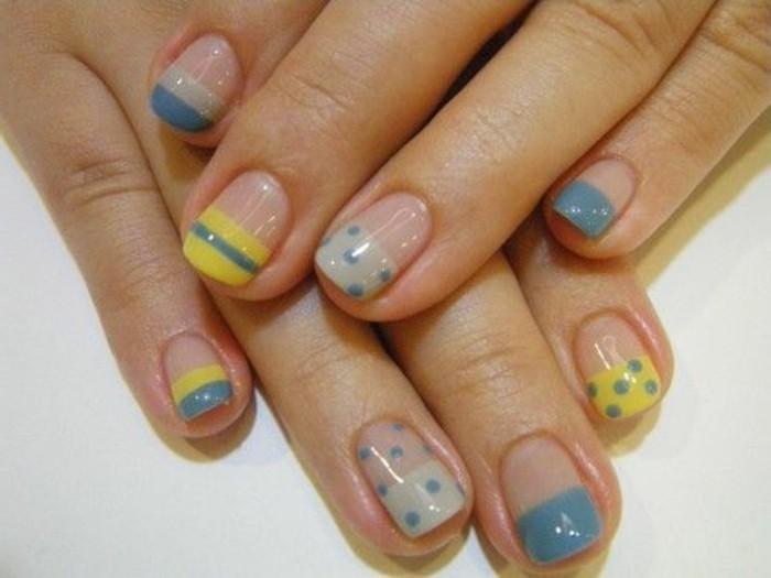 uñas-decoradas-de-tonos-pasteles-lindos-azul-y-amarillo