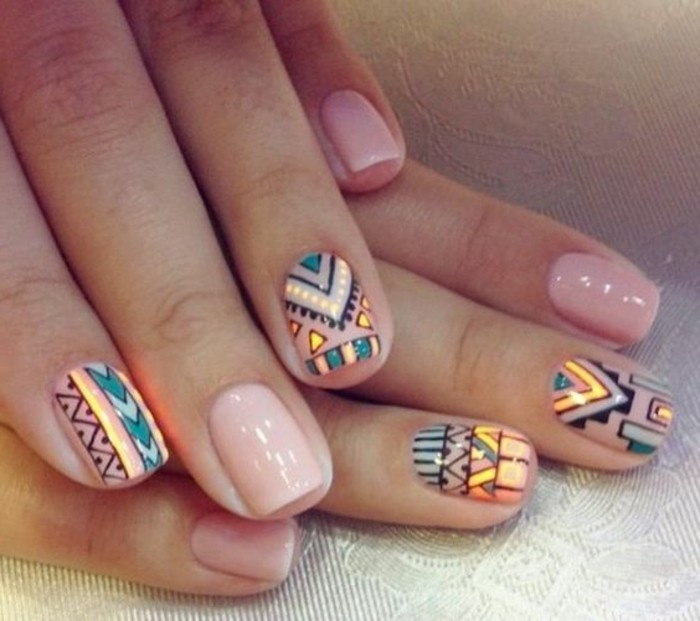 uñas-decoradas-diseño-de-uñas-cortas-de-formas-geometricos