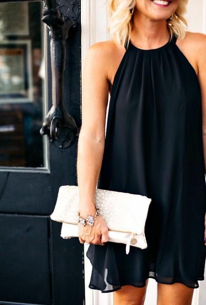 vestido-coctel-negro-corto-elegante-hombros-desnudos