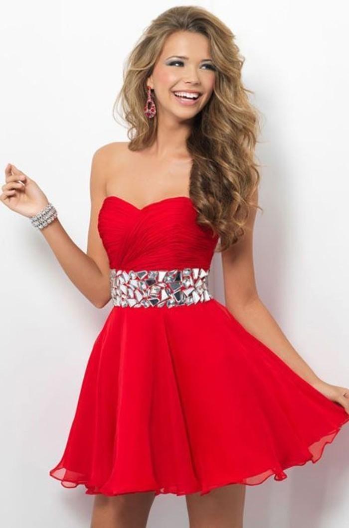 vestidos-de-fiesta-cortos-rojo-escote-corazon