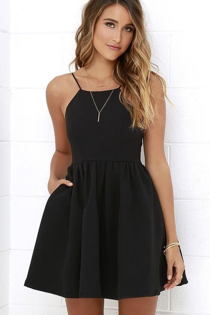 vestidos-de-fiesta-cortos-negro-simple-plisado