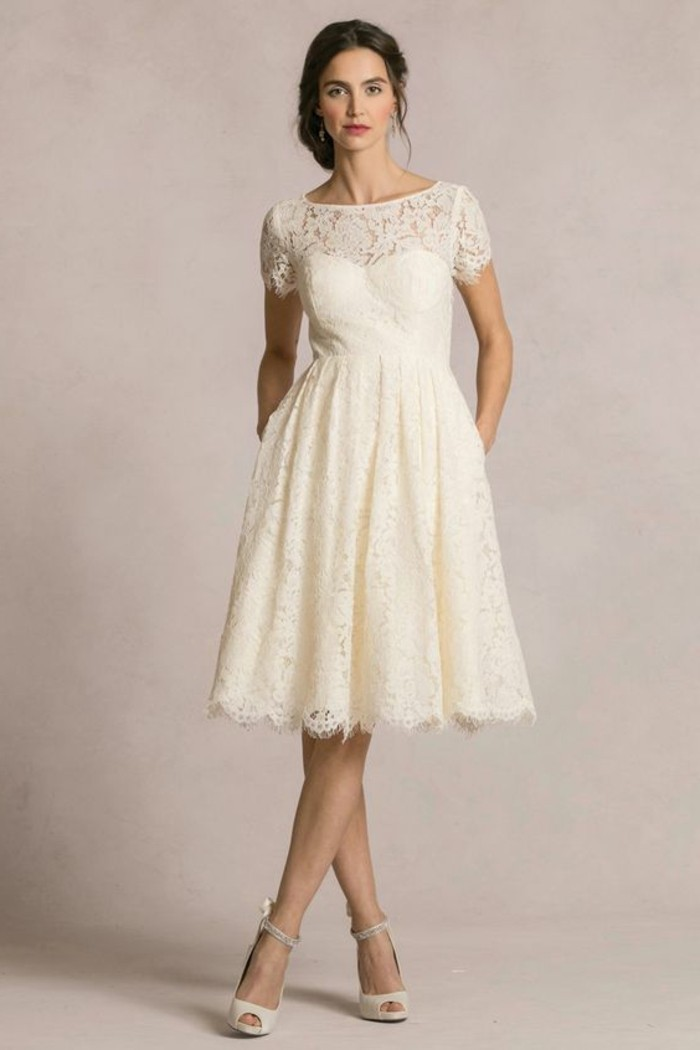 vestidos-de-novia-cortos-color-crudo-mangas-cortas-con-encaje