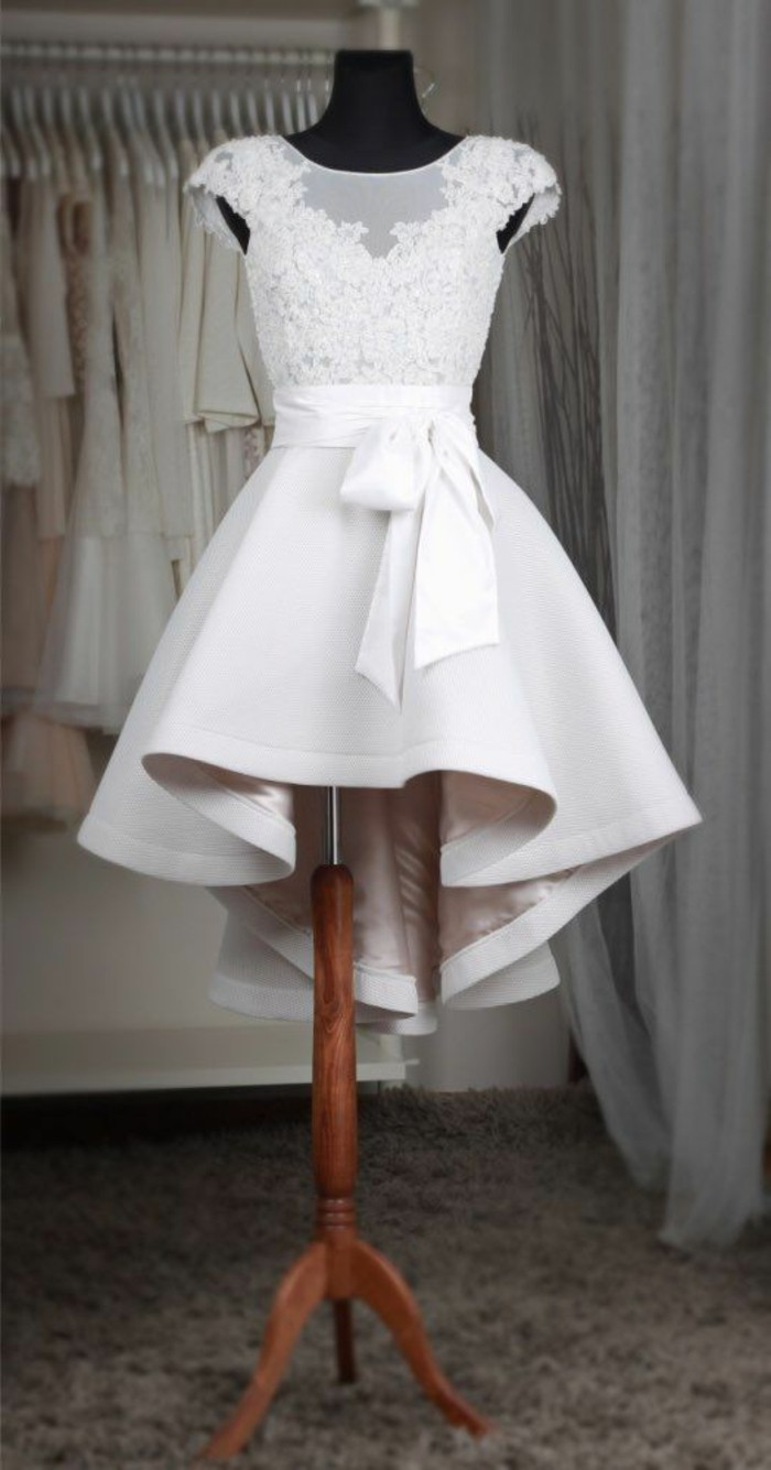 vestidos-de-novia-cortos-con-cinta-muy-elegante
