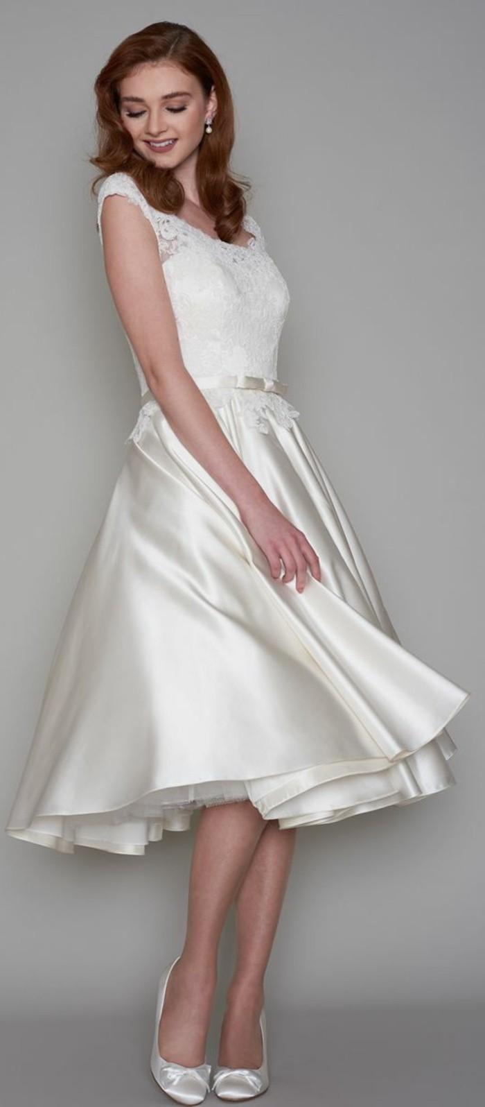 vestidos-de-novia-cortos-de-saten-con-encaje