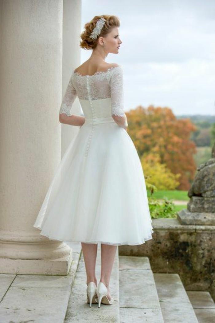 vestidos-de-novia-flamencos-cuello-barco-encaje-elegante