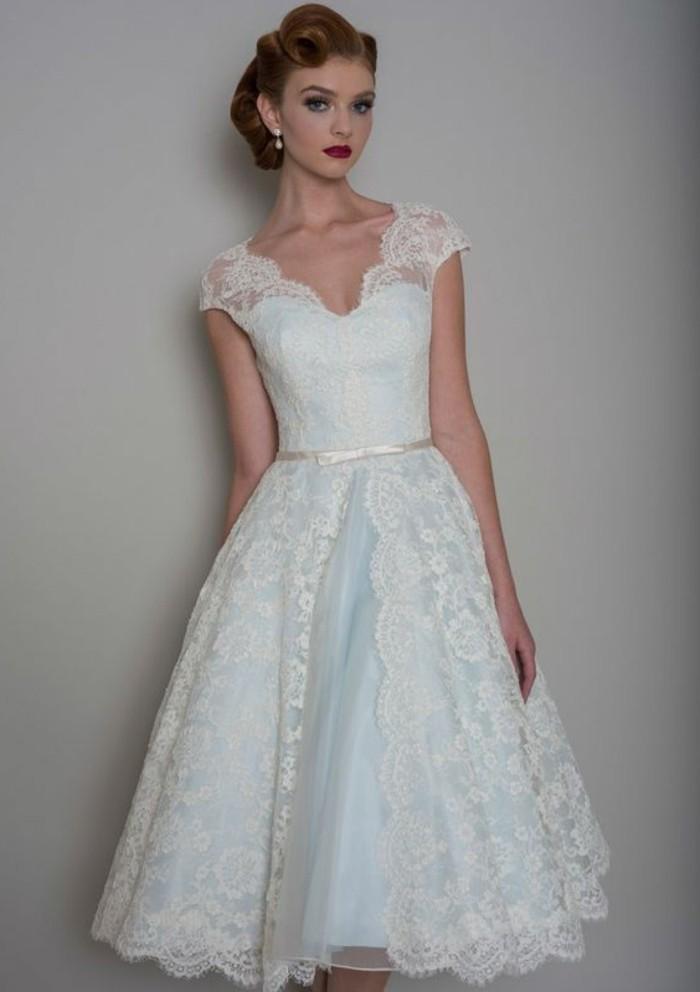 vestidos-de-novia-sencillos-con-encaje-color-azul