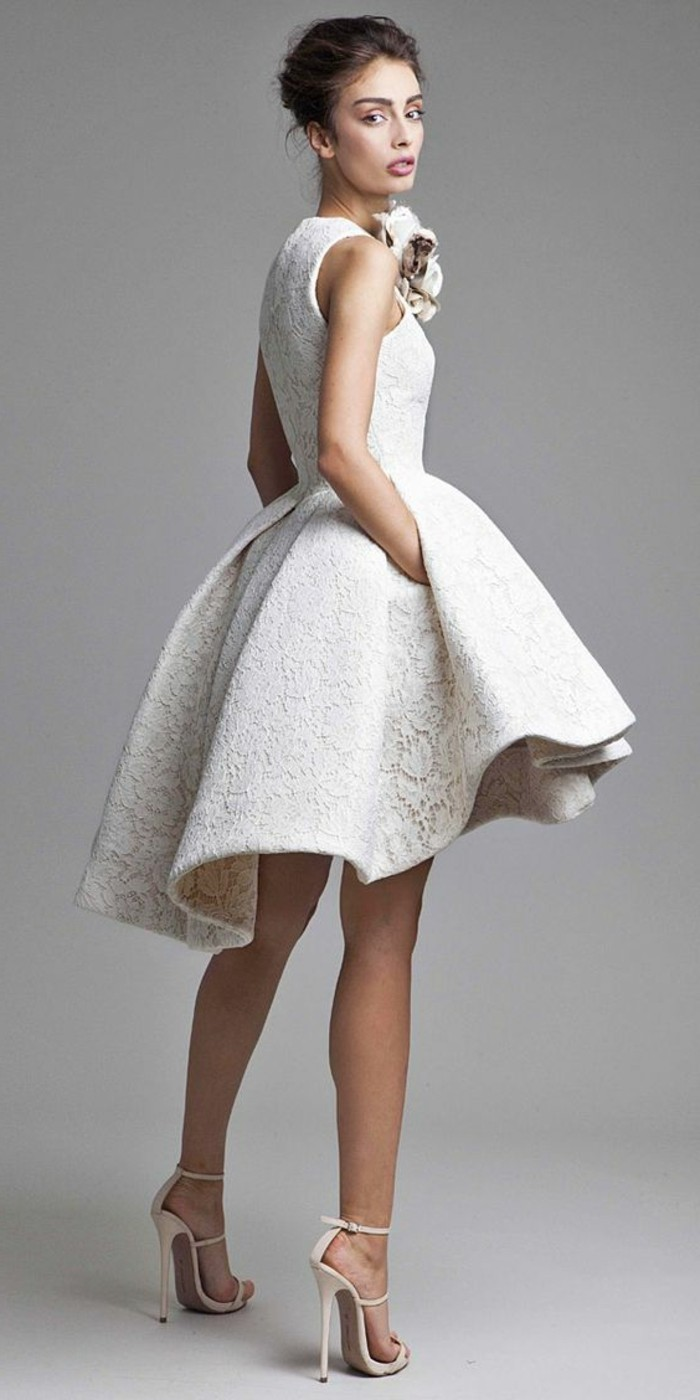 vestidos-de-novia-cortos-encaje-elegante