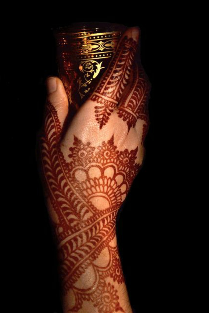 02-henna-tatuaje-para-mujeres-lindo-diseño-henna-marron