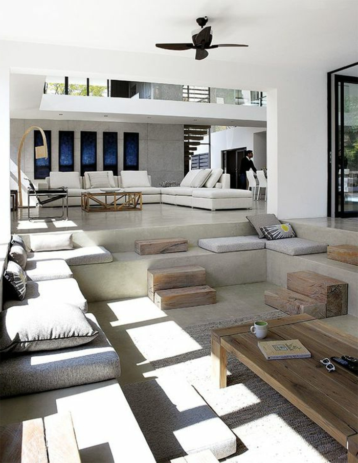 casa-minimalista-tonos-naturales-sala-de-estar-a-varios-niveles-dos-pisos-estilo-modernista