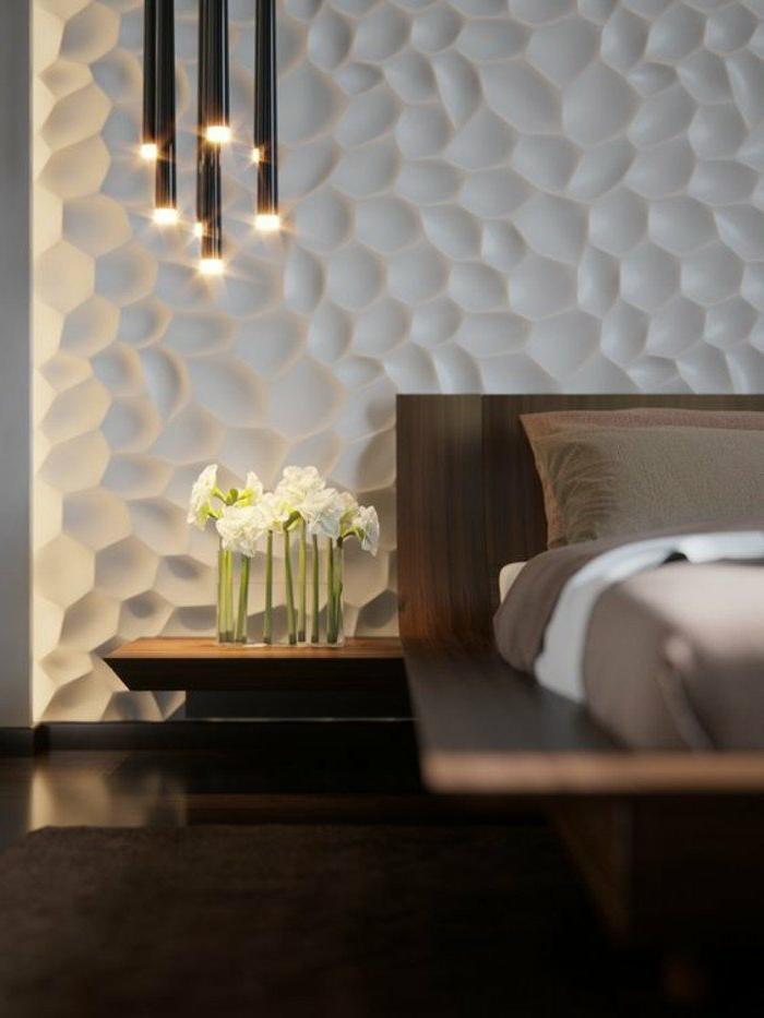 decoracion-de-dormitorios-cama-de-madera-pared-futurística-flores-tonos-marrones-y-grises