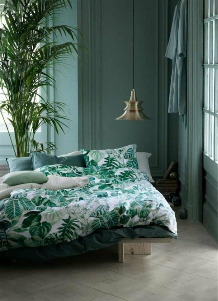 decoracion-de-dormitorios-mantas-de-estampas-de-plantas-habitación-en-tonos-verdes