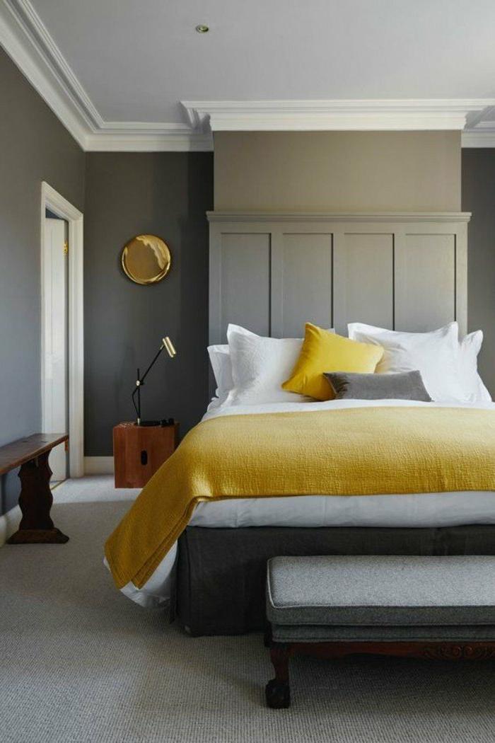 decoracion-de-dormitorios-pared-gris-manta-y-cojin-amarillos-mesita-de-noche-interesante