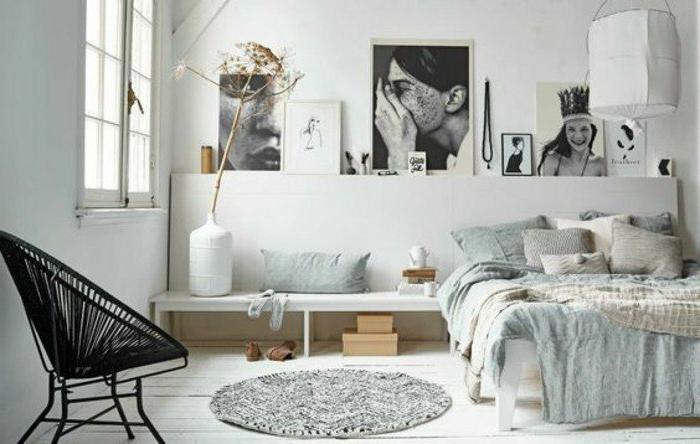 decoracion-de-dormitorios-tonos-naturales-cama-de-madera-fotos-en-la-pared