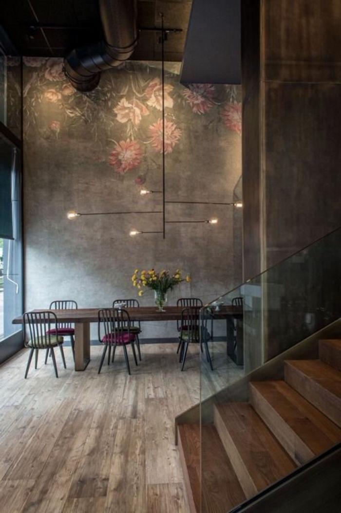 fachadas-modernas-tonos-oscuros-lamparas-de-metal-sillas-y-mesa-de-madera-escalera